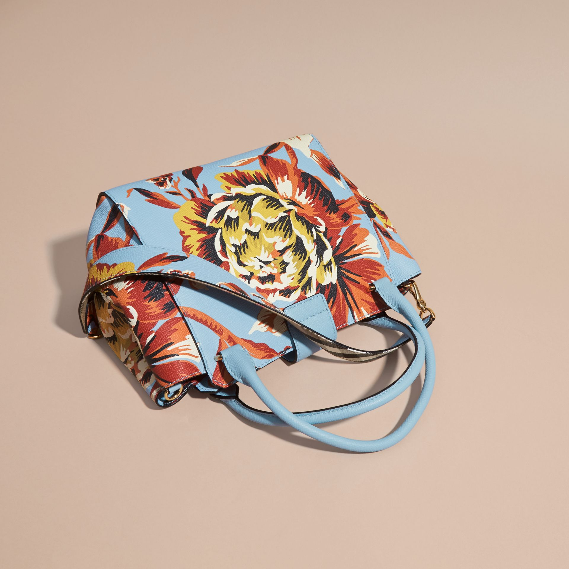 The Medium Buckle Tote in Peony Rose Print Leather in Pale Blue/vibrant Orange - gallery image 5