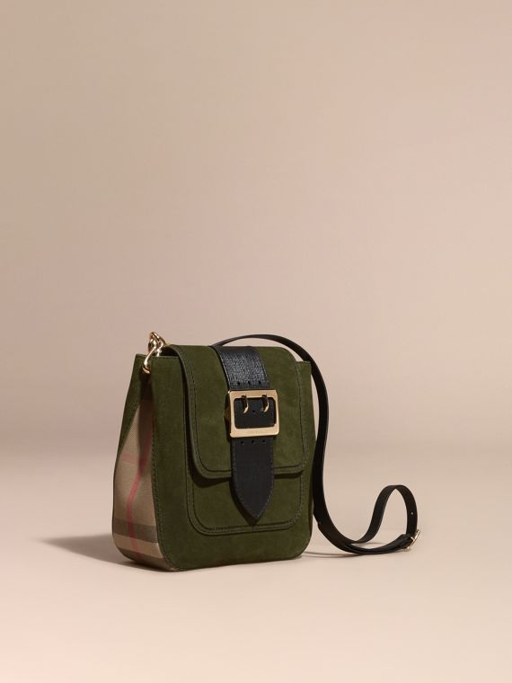 The Medium Buckle Bag aus englischem Veloursleder und House Check-Gewebe– Quadratisch