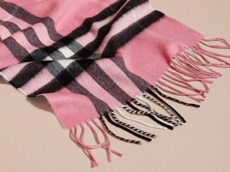 The Classic Cashmere Scarf in Check  Rose Pink - cell image 4