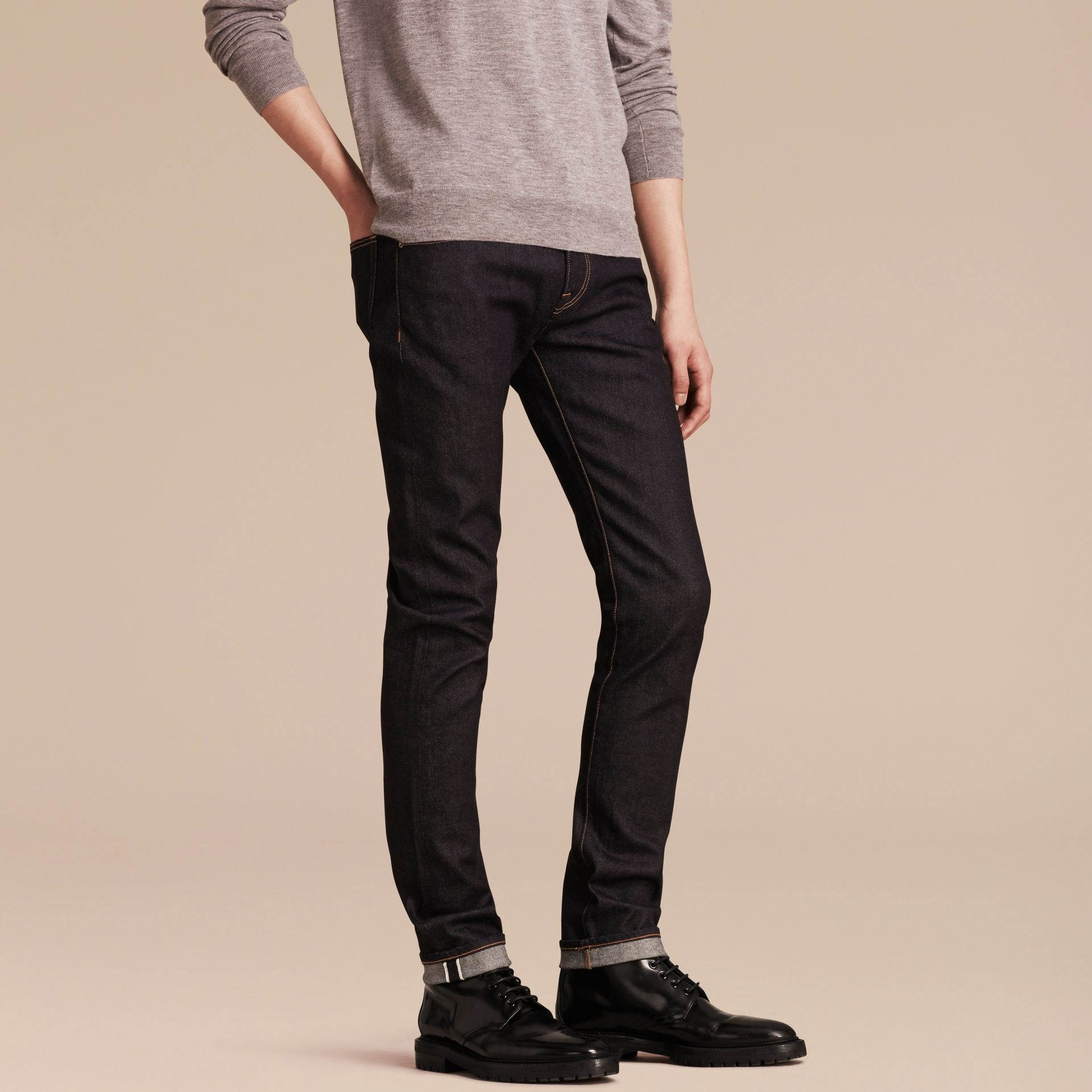Indigo sombre Jean slim en denim selvedge japonais extensible - photo de la galerie 7