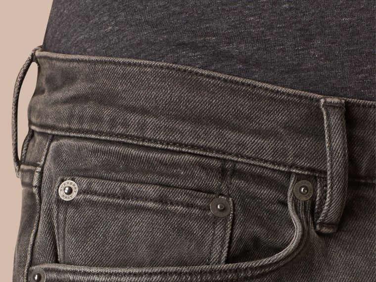 Körperbetonte Jeans aus japanischem Stretchdenim - cell image 4