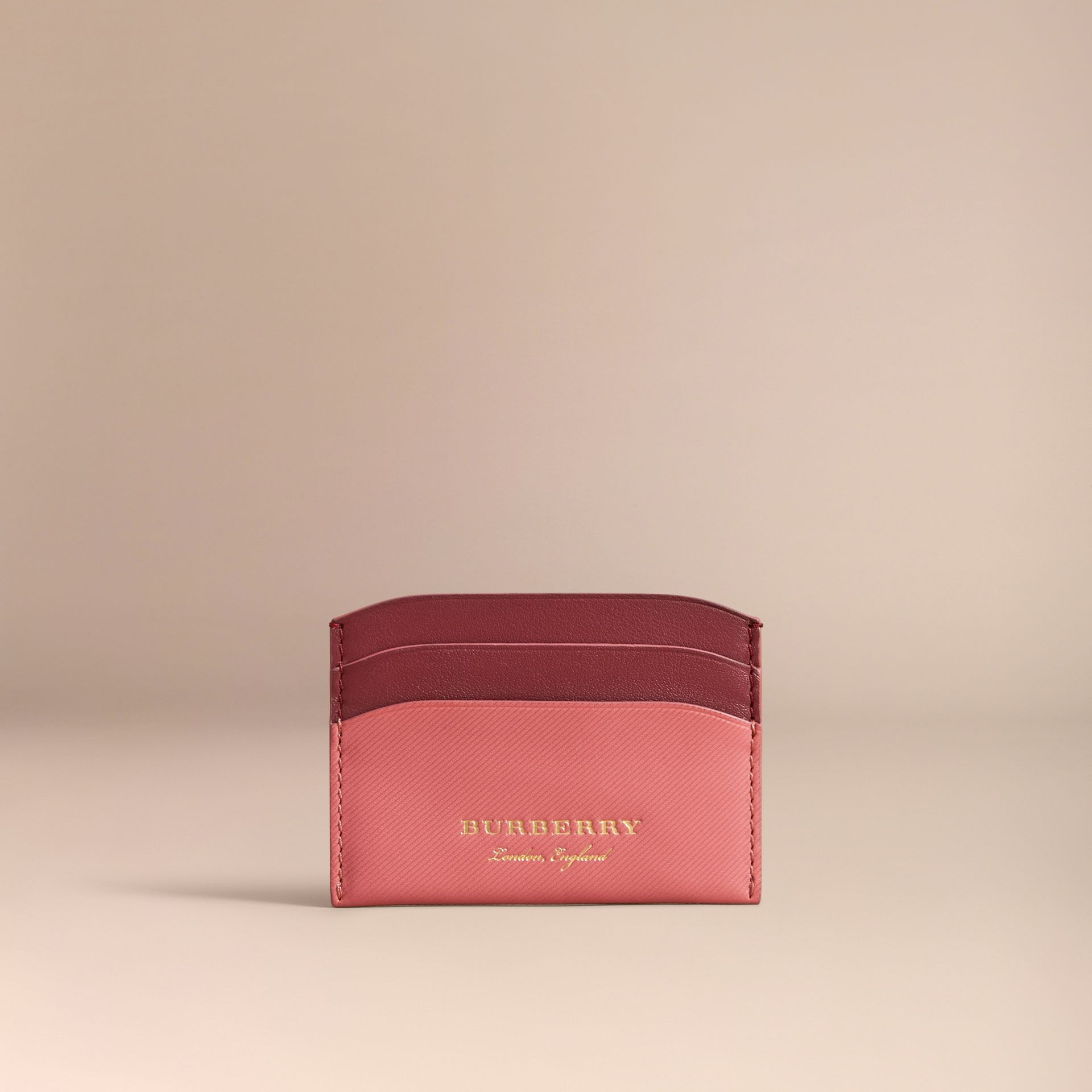 Porte-cartes en cuir trench bicolore (Rose Blossom/rouge Antique) - Femme | Burberry - photo de la galerie 4