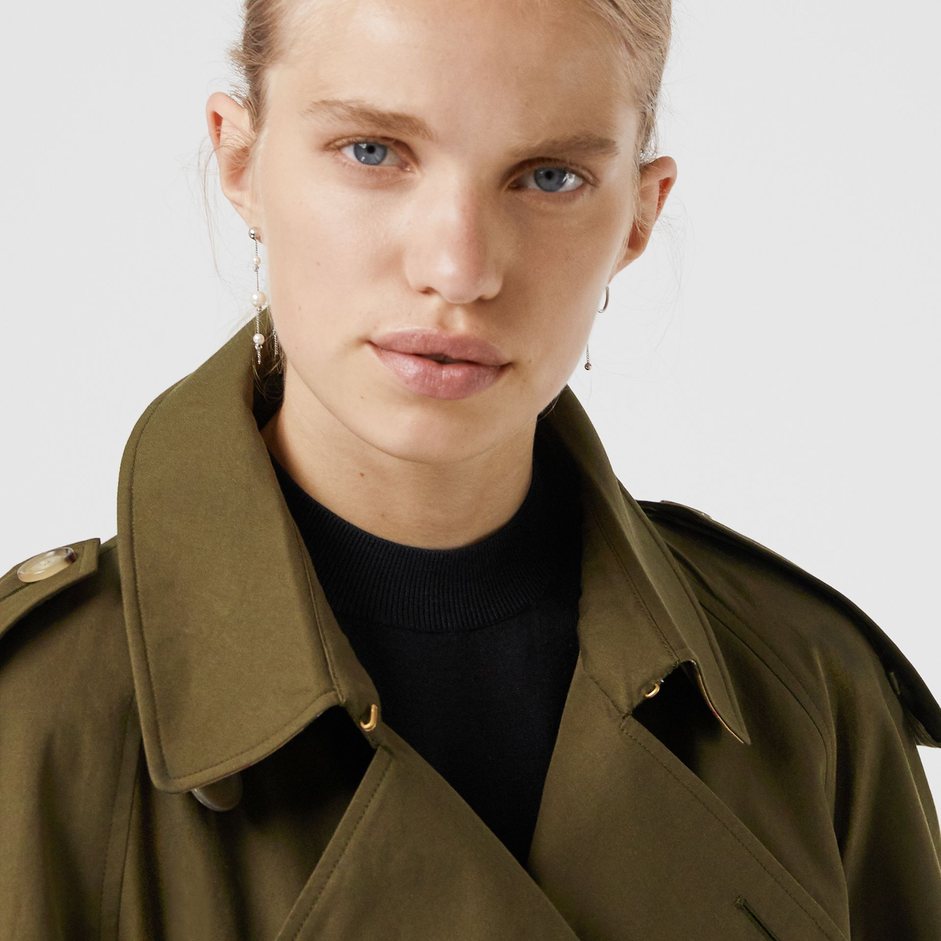 The Long Westminster Heritage Trench Coat in Dark Military Khaki - Women | Burberry - gallery image 4