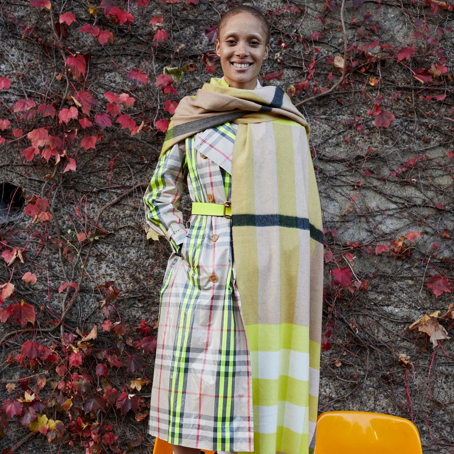 Oversize Check Cashmere Scarf in Bright Lemon | Burberry United Kingdom - gallery image 4