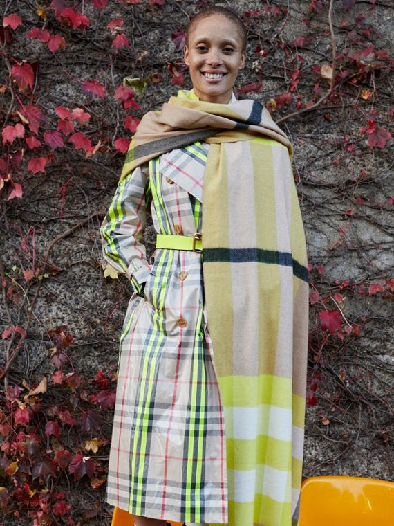 Oversize Check Cashmere Scarf in Bright Lemon | Burberry United Kingdom - cell image 3