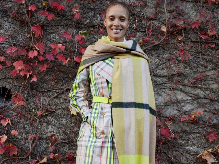 Oversize Check Cashmere Scarf in Bright Lemon | Burberry United States - cell image 4