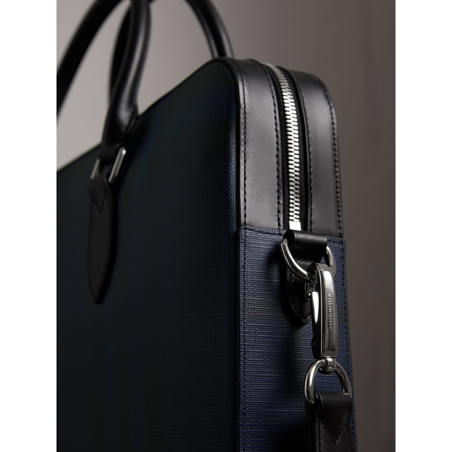 The Barrow sottile con motivo London check (Navy/nero) - Uomo | Burberry - immagine della galleria 1
