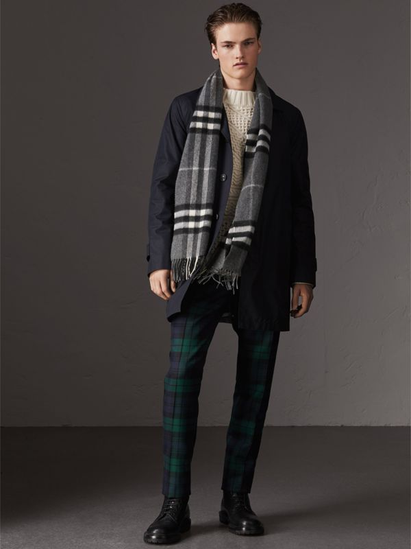 The Classic Check Cashmere Scarf in Mid Grey | Burberry - cell image 3