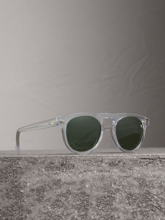 The Keyhole Round Frame Sunglasses in Crystal/green