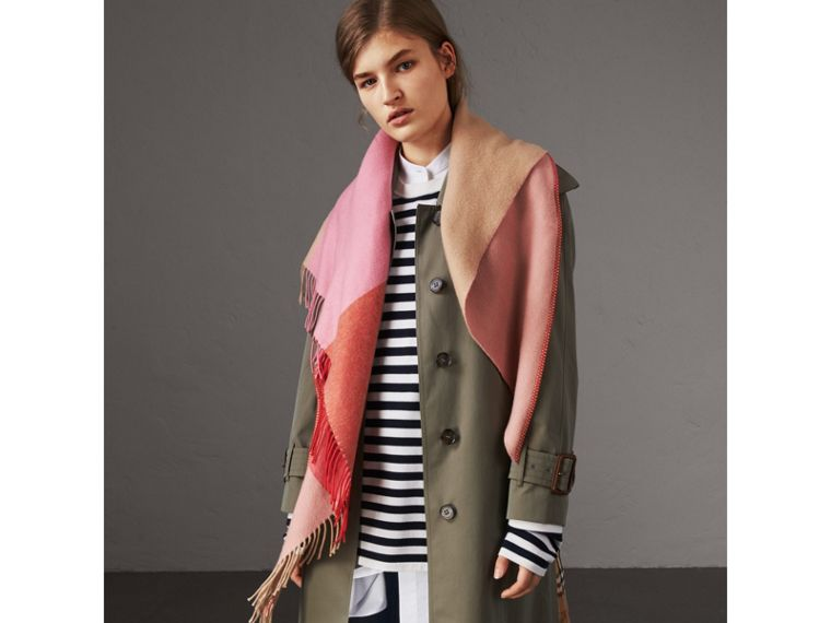 The Burberry Bandana in Striped Cashmere in Rose Pink | Burberry - cell image 4