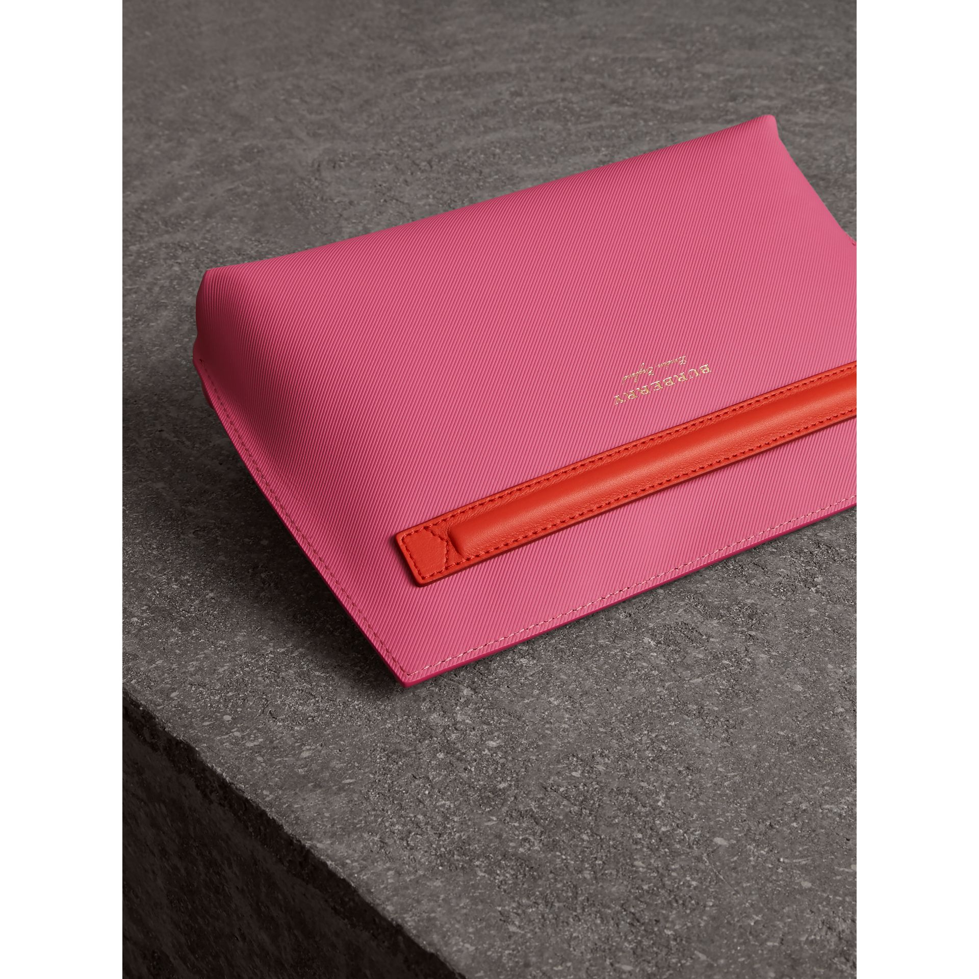 Two-tone Trench Leather Wristlet Pouch in Rose Pink - Women | Burberry - gallery image 2