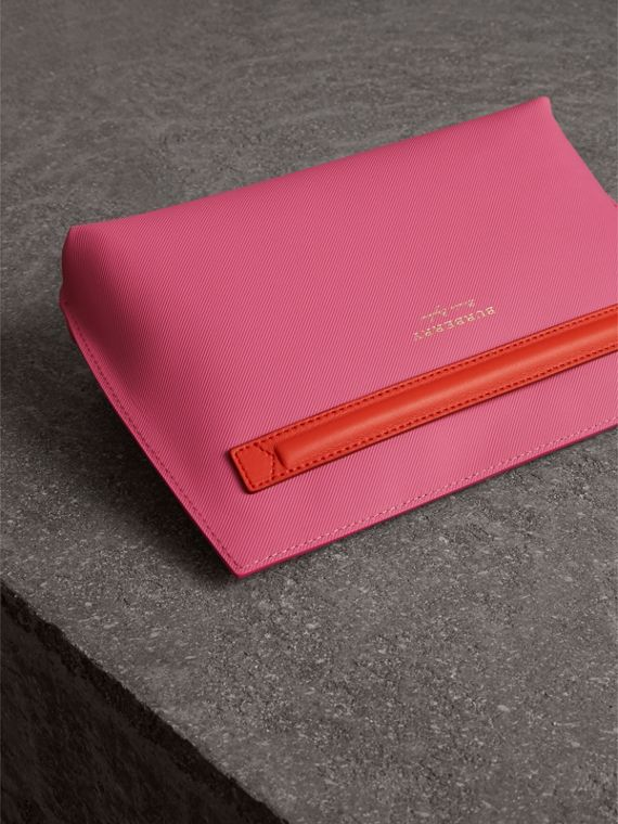 Two-tone Trench Leather Wristlet Pouch in Rose Pink - Women | Burberry - cell image 2