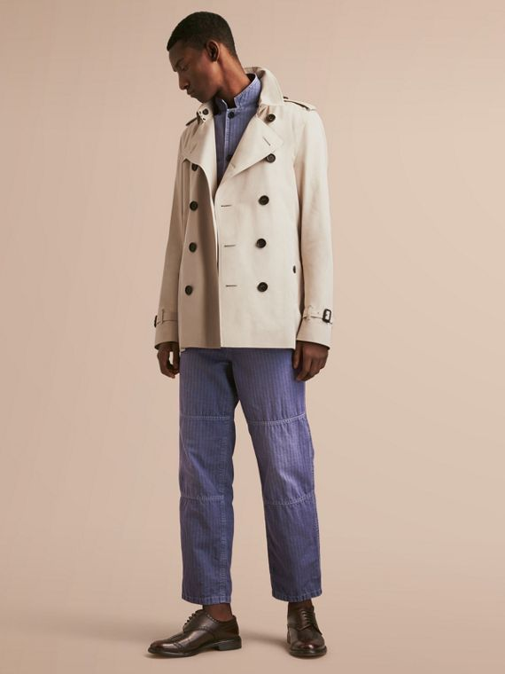The Kensington – Short Heritage Trench Coat in Stone - Men | Burberry