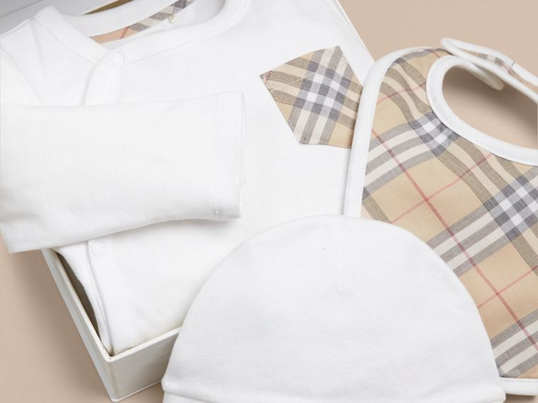 Check Cotton Three-piece Baby Gift Set in White - Boy | Burberry - cell image 1