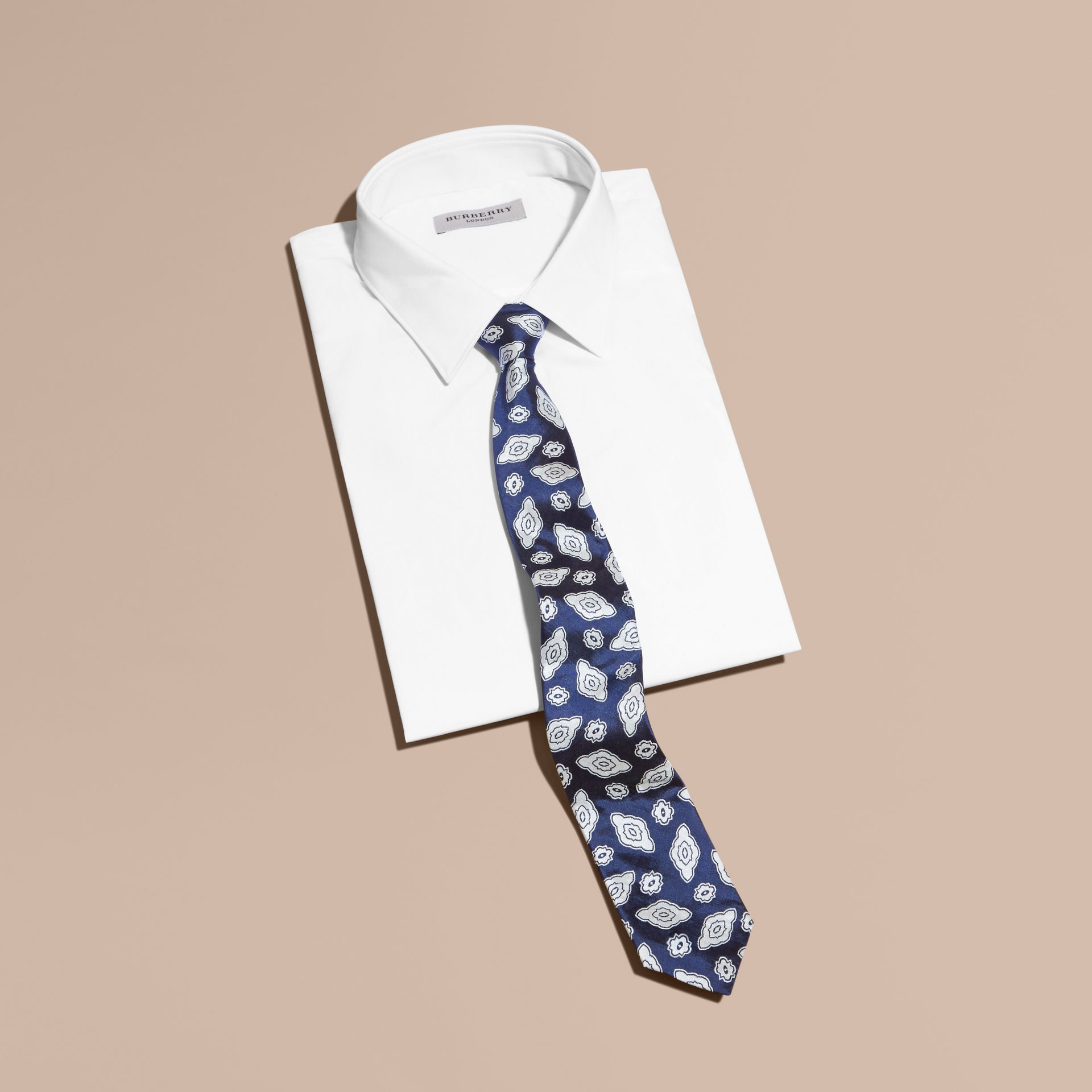 Brilliant blue Modern Cut Silk Geometric Jacquard Tie Brilliant Blue - gallery image 3