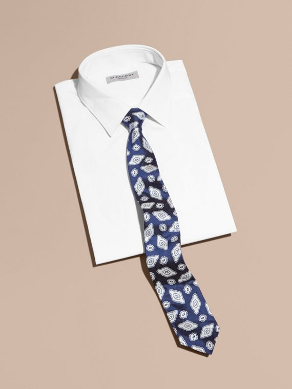 Modern Cut Silk Geometric Jacquard Tie in Brilliant Blue - cell image 3