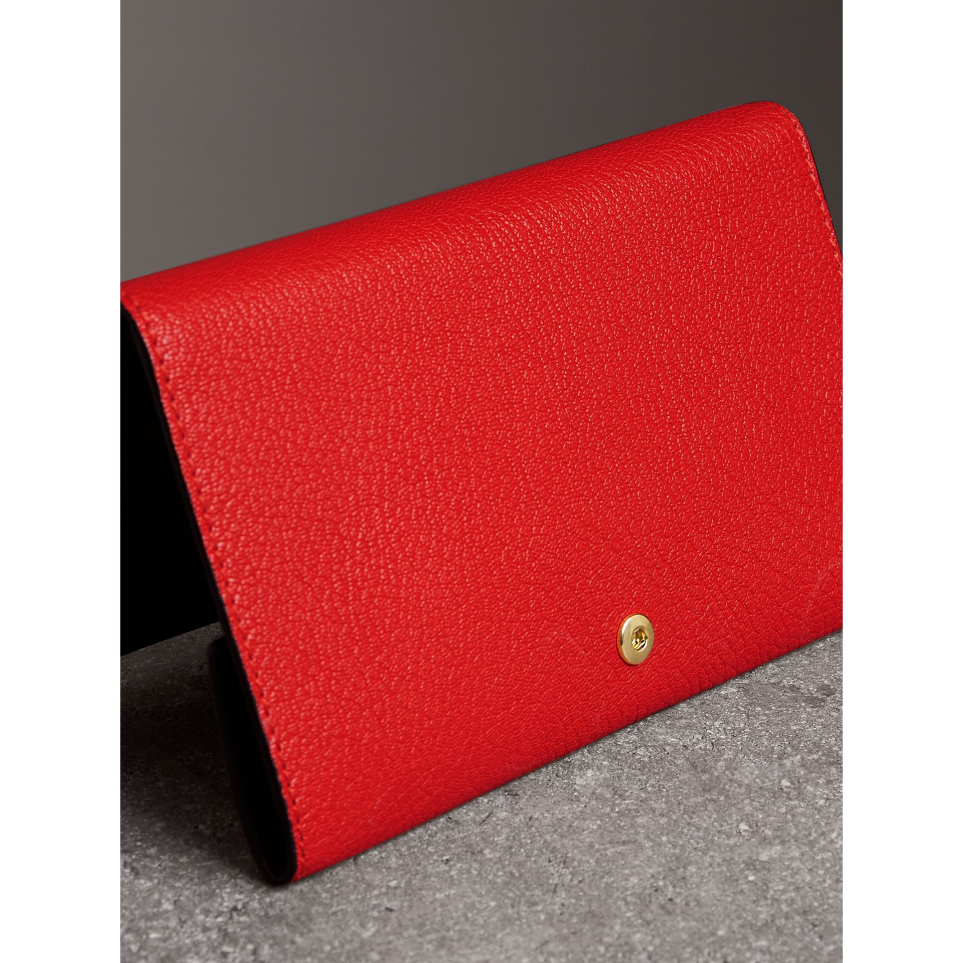 Equestrian Shield Two-tone Leather Continental Wallet in Bright Red - Women | Burberry Hong Kong - gallery image 2