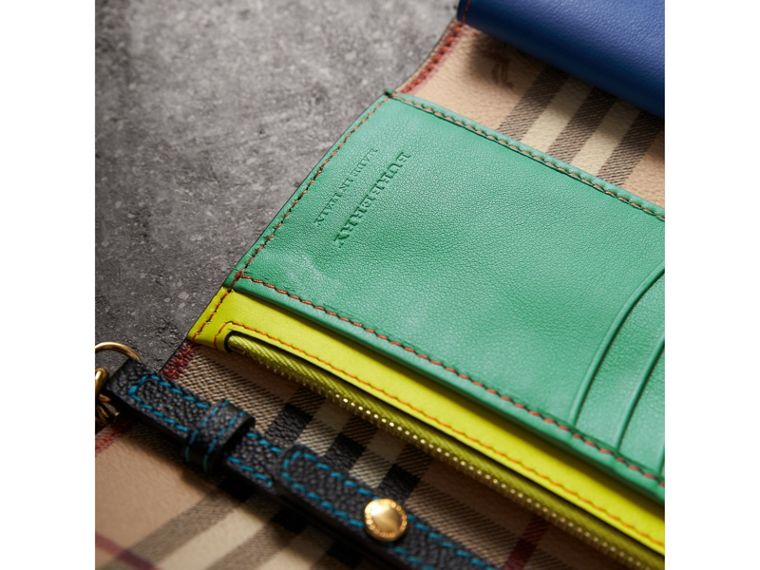 Topstitch Detail Leather Wallet with Detachable Strap in Black/multicolour - Women | Burberry - cell image 4