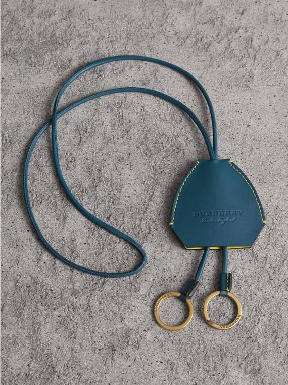 Schlüsselanhänger im Wappenschilddesign aus Leder (Mid Indigo)