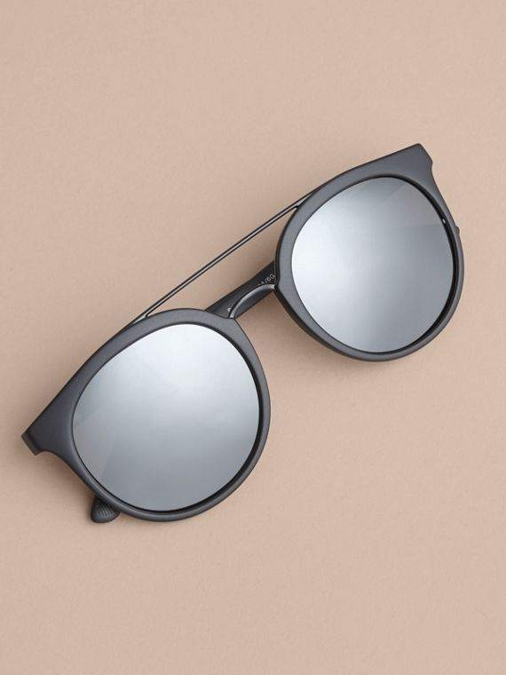 Top Bar Round Frame Sunglasses in Black - Men | Burberry Hong Kong - cell image 2