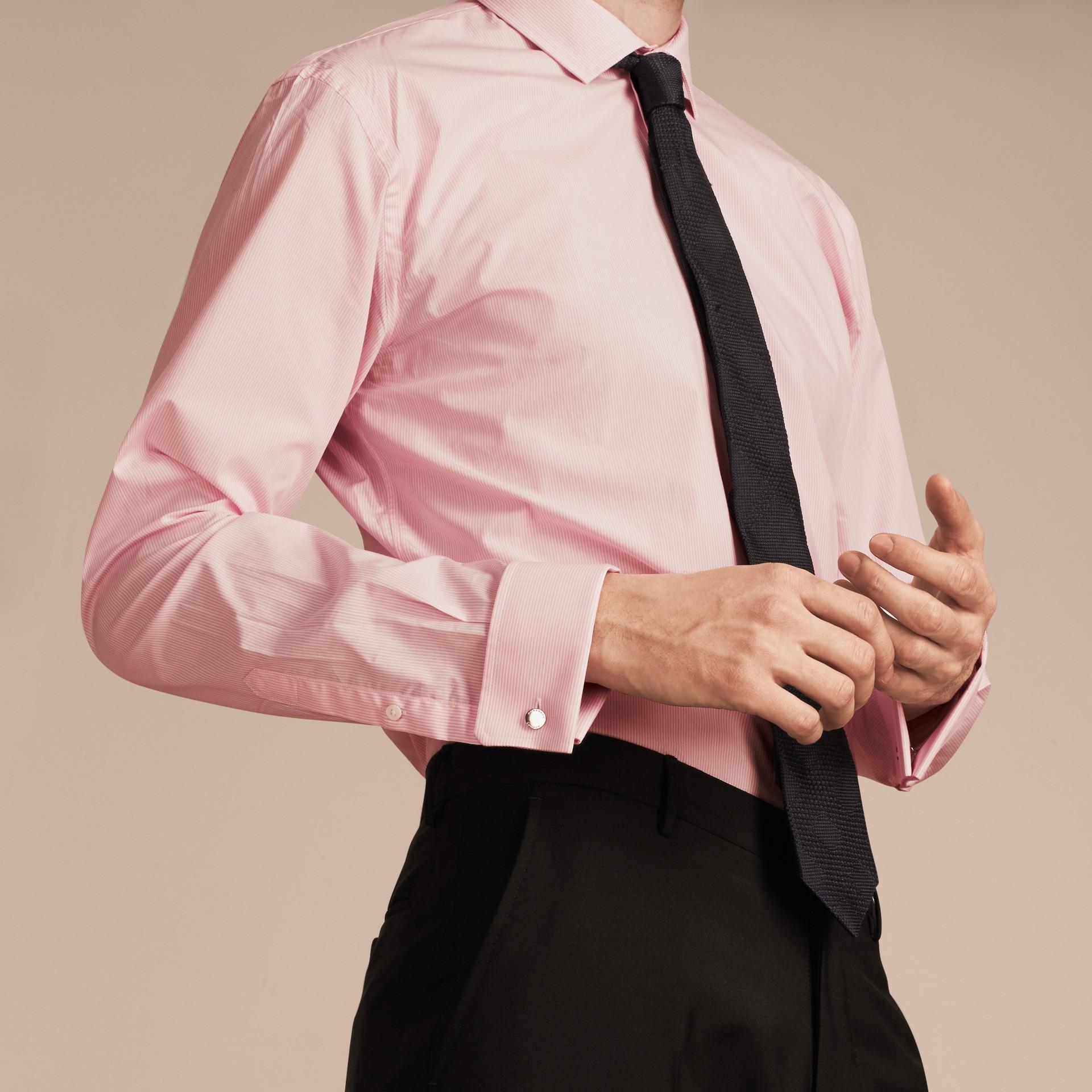 Rosa urbano Camicia moderna a righe in popeline di cotone con polsini doppi - immagine della galleria 5