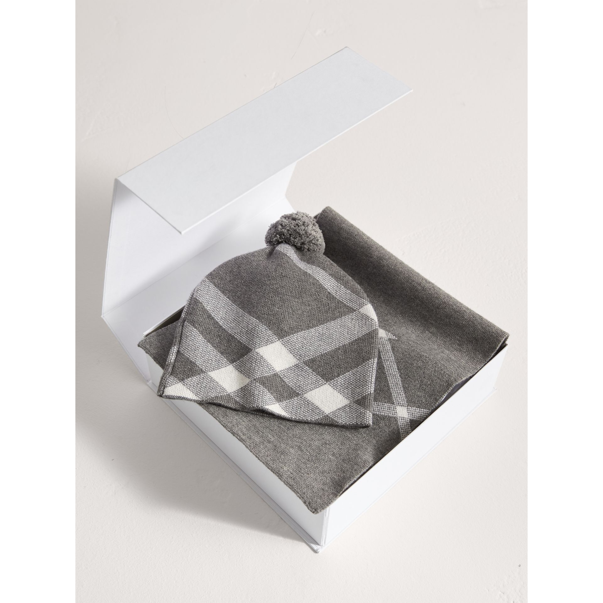 Check Cotton Cashmere Two-piece Gift Set in Mid Grey Melange | Burberry - gallery image 2