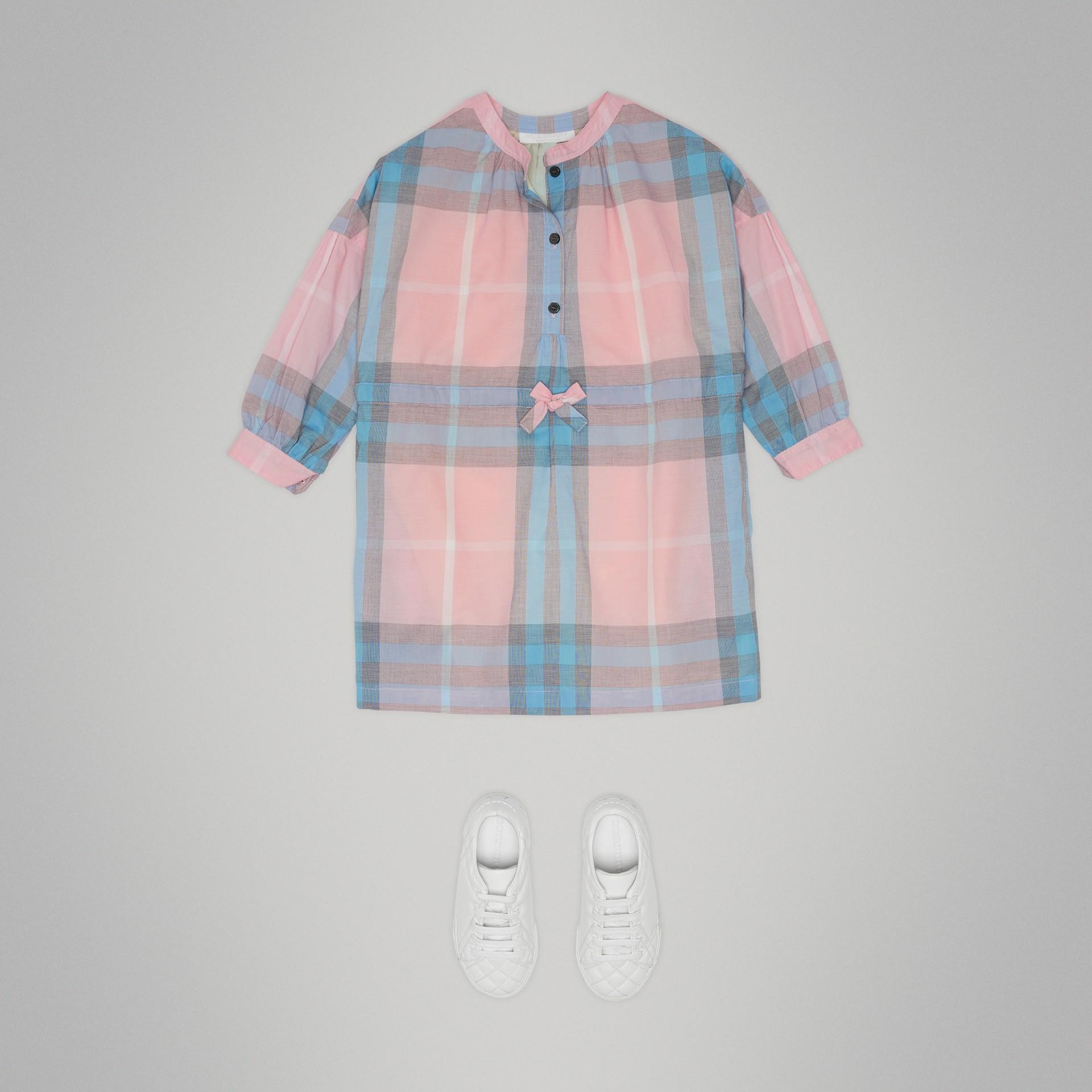 Vestido estilo camisa de algodão com estampa xadrez (Rosa Gelo) | Burberry - galeria de imagens 2