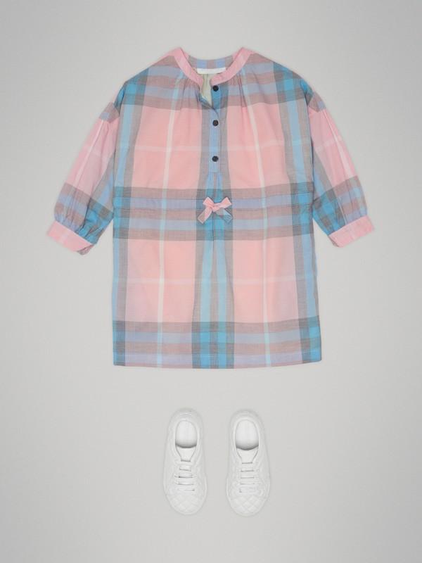 Vestido estilo camisa de algodão com estampa xadrez (Rosa Gelo) | Burberry - cell image 2