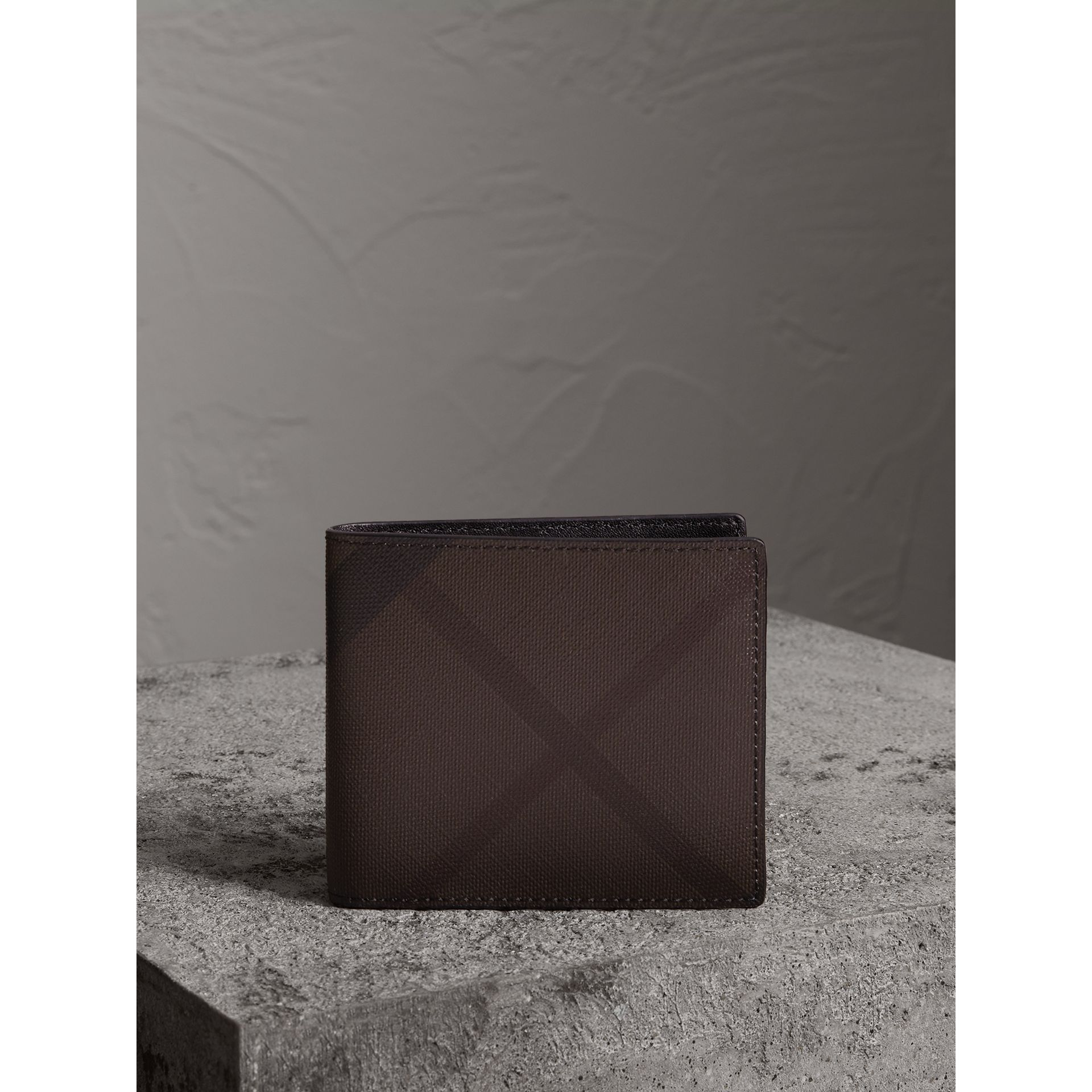 London Check International Bifold Wallet in Chocolate/black - Men | Burberry - gallery image 4