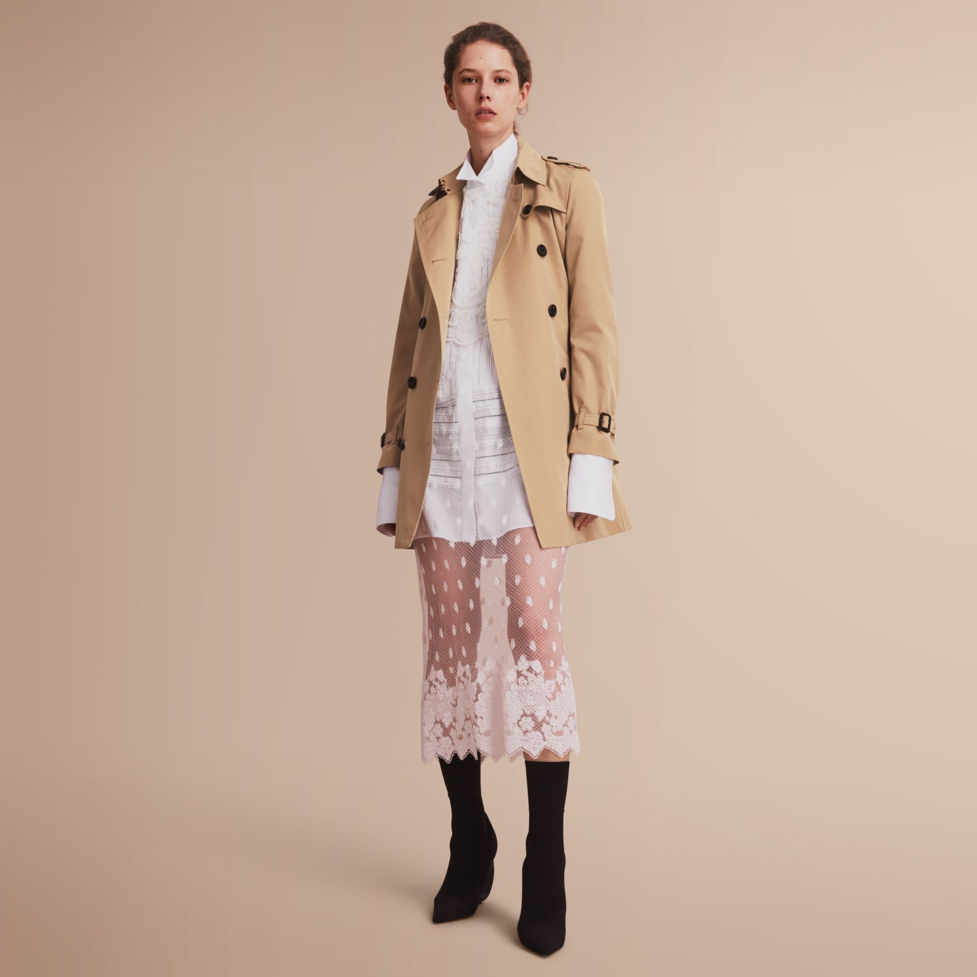 The Kensington - Trench coat Heritage medio (Miele) - Donna | Burberry - immagine della galleria 7