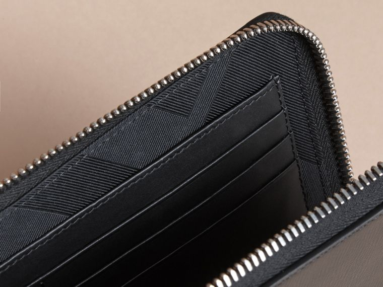 London Leather Travel Wallet in Black | Burberry Australia - cell image 4