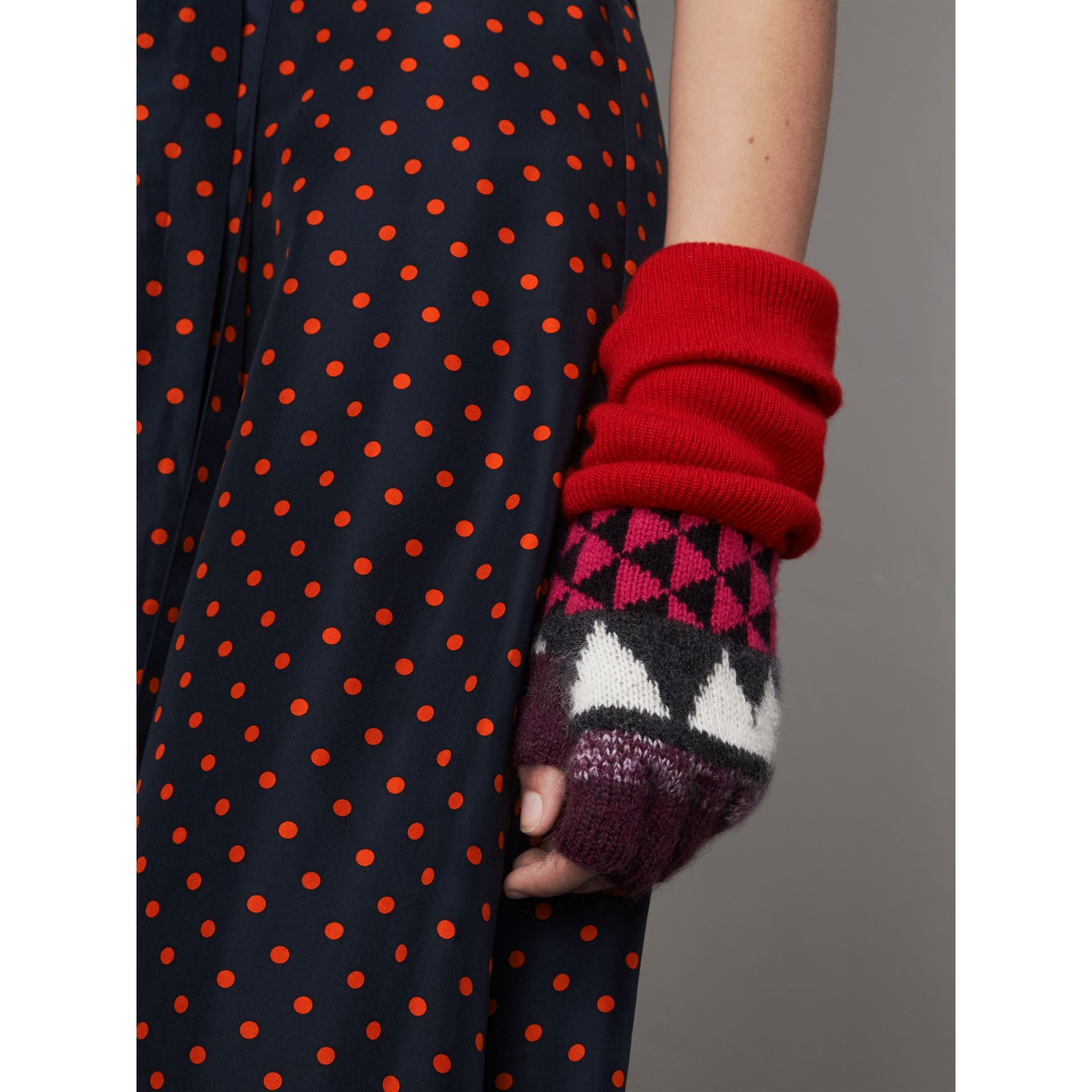Geometric Cashmere Wool Blend Fingerless Gloves in Charcoal/red | Burberry Australia - gallery image 2