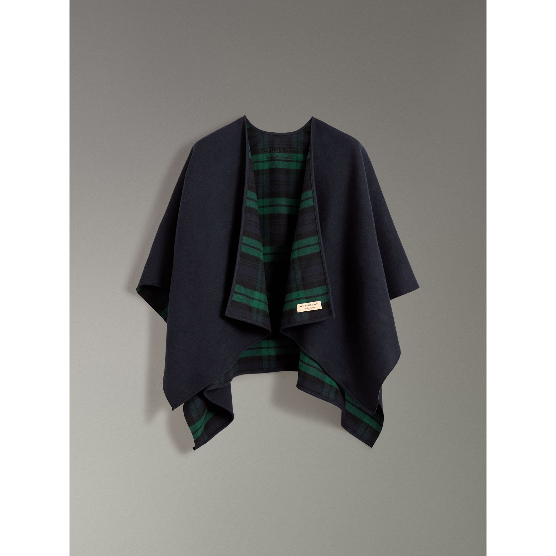 Reversible Cropped Tartan Wool Poncho in Navy | Burberry - gallery image 3
