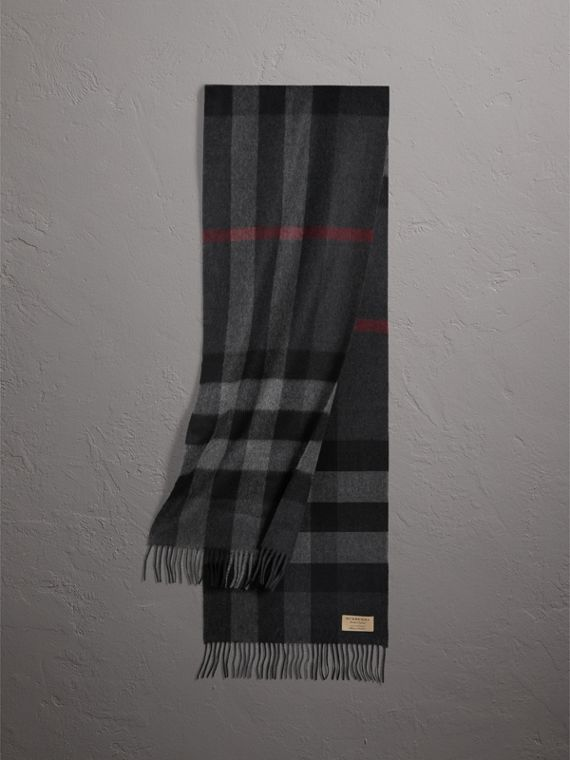 The Large Classic Cashmere Scarf in Check in Charcoal