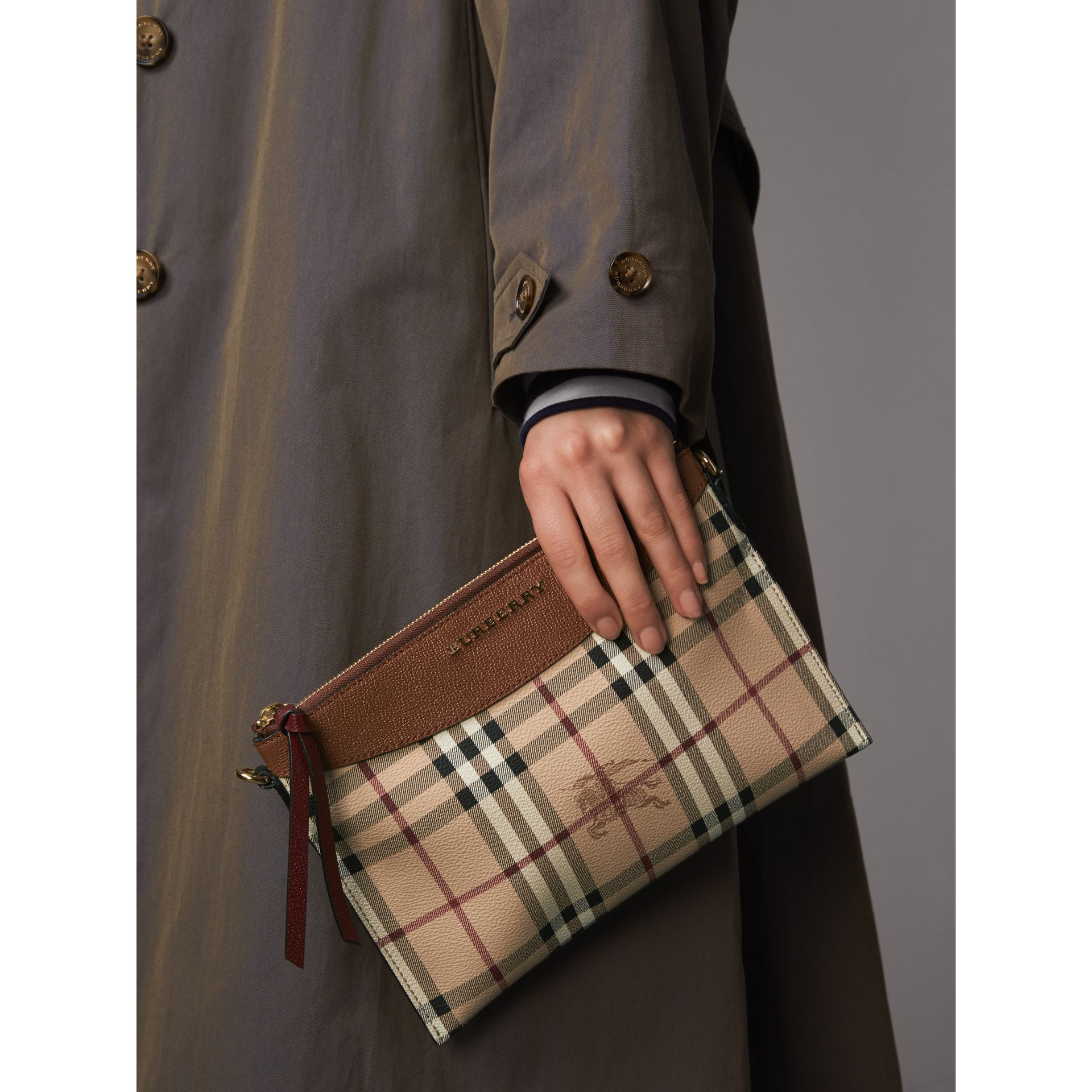 Haymarket Check and Two-tone Leather Clutch Bag in Bright Toffee/ Multicolour - Women | Burberry Australia - gallery image 4