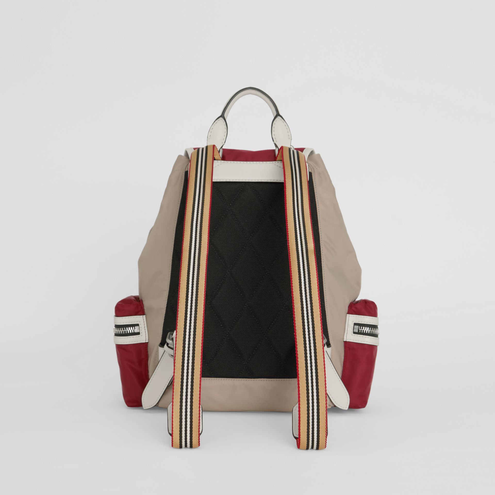 Sac The Rucksack moyen en nylon color-block et cuir (Carmin) - Femme | Burberry - photo de la galerie 7