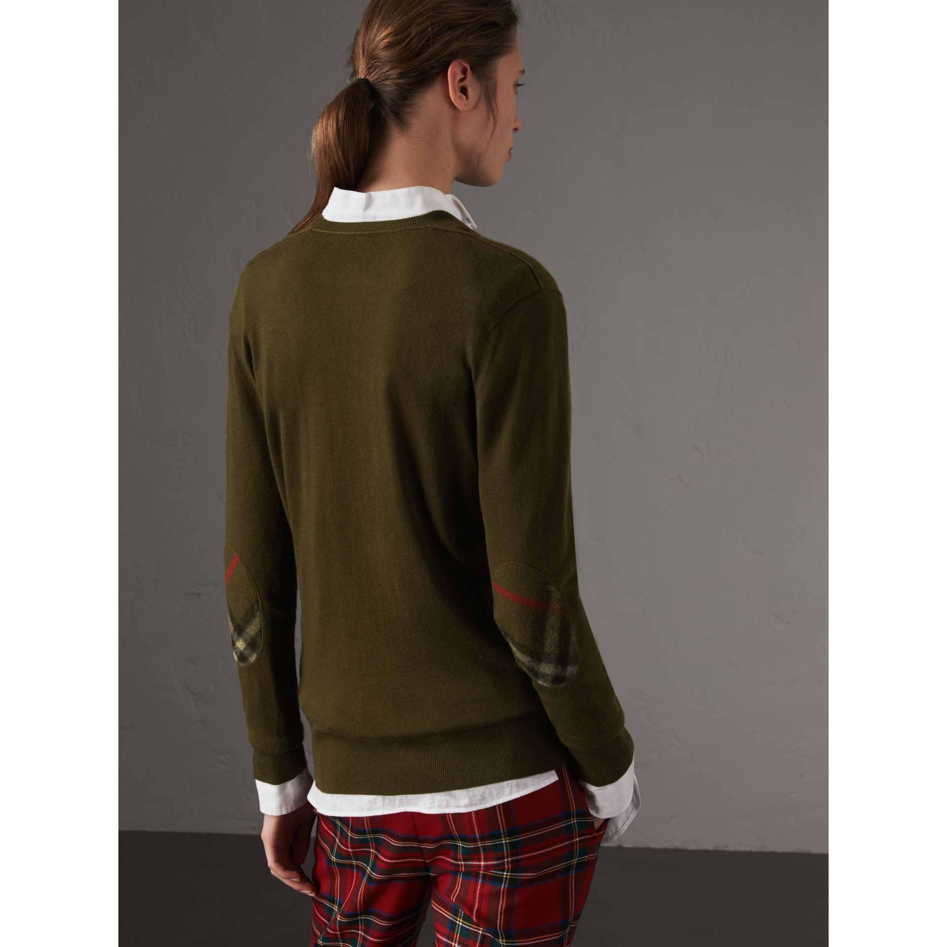 Check Detail Cashmere V-neck Sweater in Khaki Green - Women | Burberry United Kingdom - gallery image 2