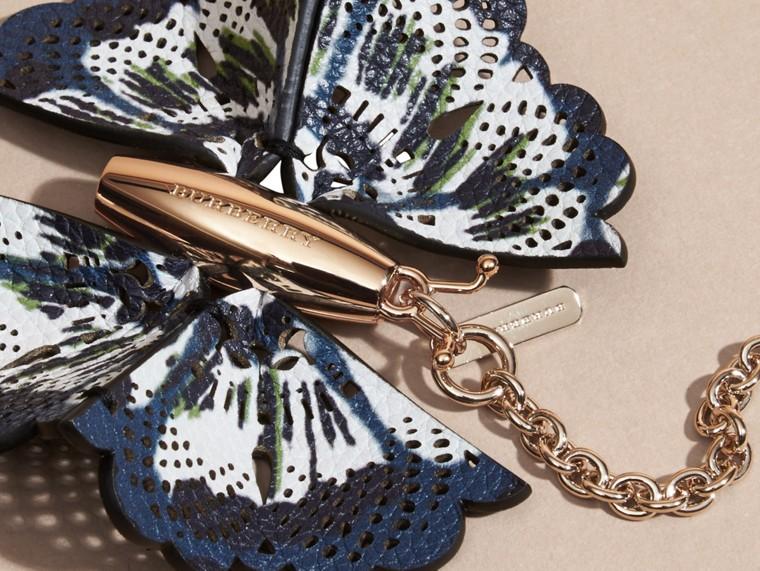 Bleu azur intense/marine brillant Bijou porte-clés Papillon en cuir à imprimé tie and dye Bleu Azur Intense/marine Brillant - cell image 1