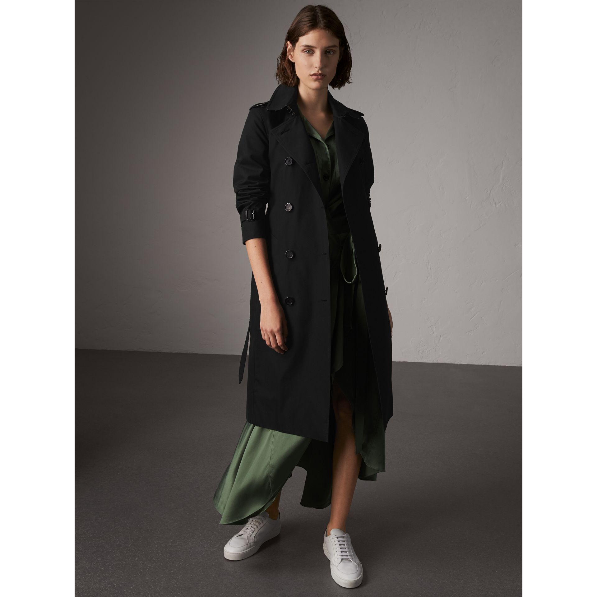 The Kensington – Extra-long Trench Coat in Black - Women | Burberry - gallery image 1