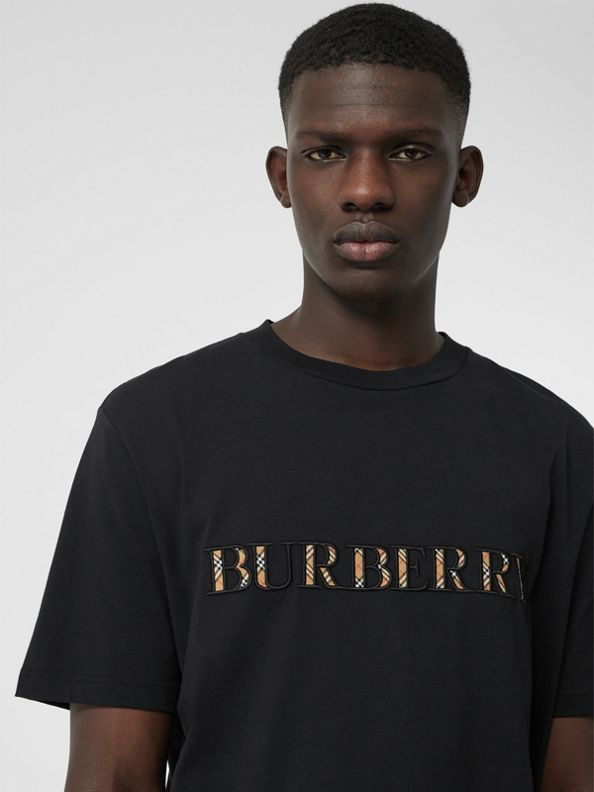 T-shirt in cotone con logo tartan (Nero)