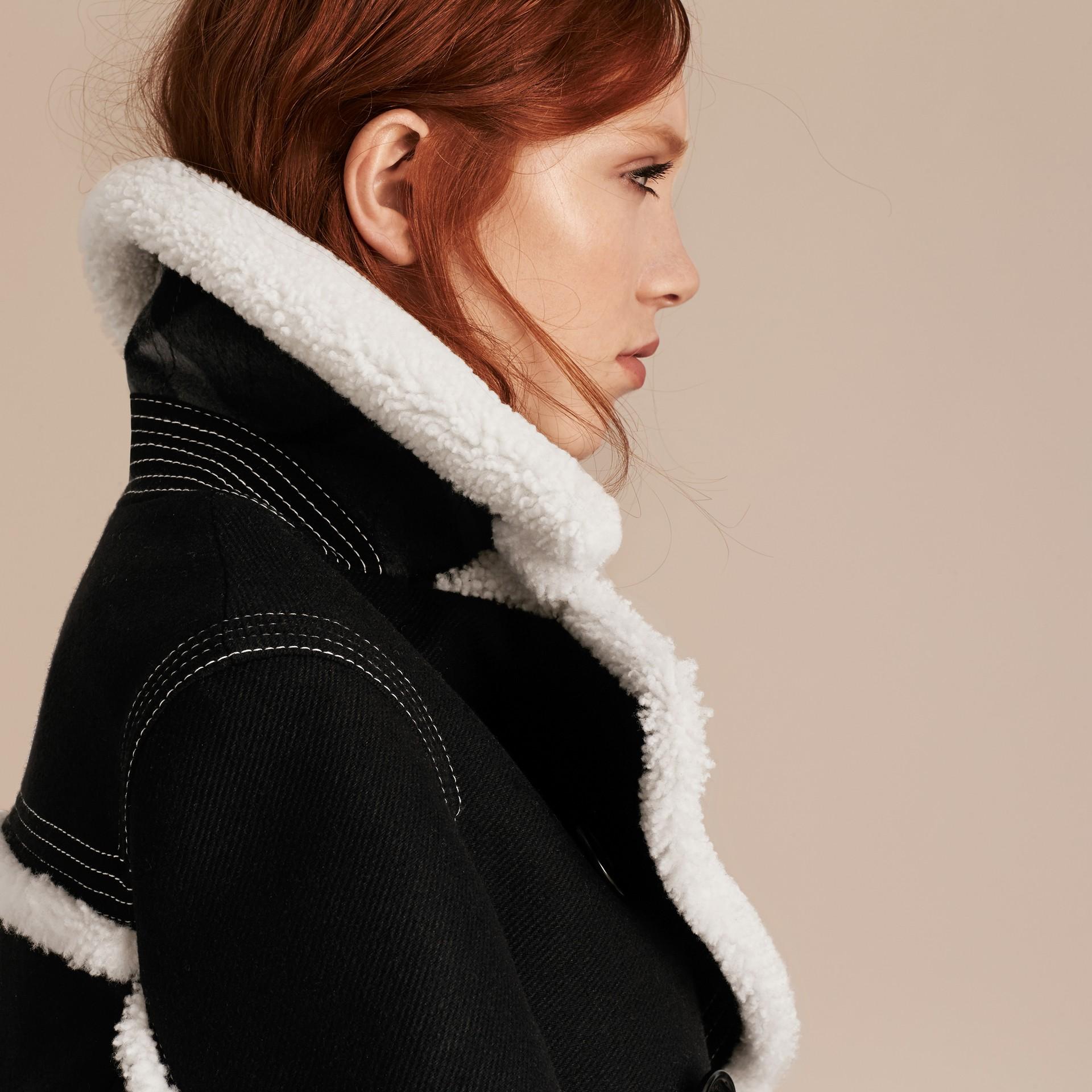 Nero Pea coat in misto lana e cashmere con finiture in shearling - immagine della galleria 5