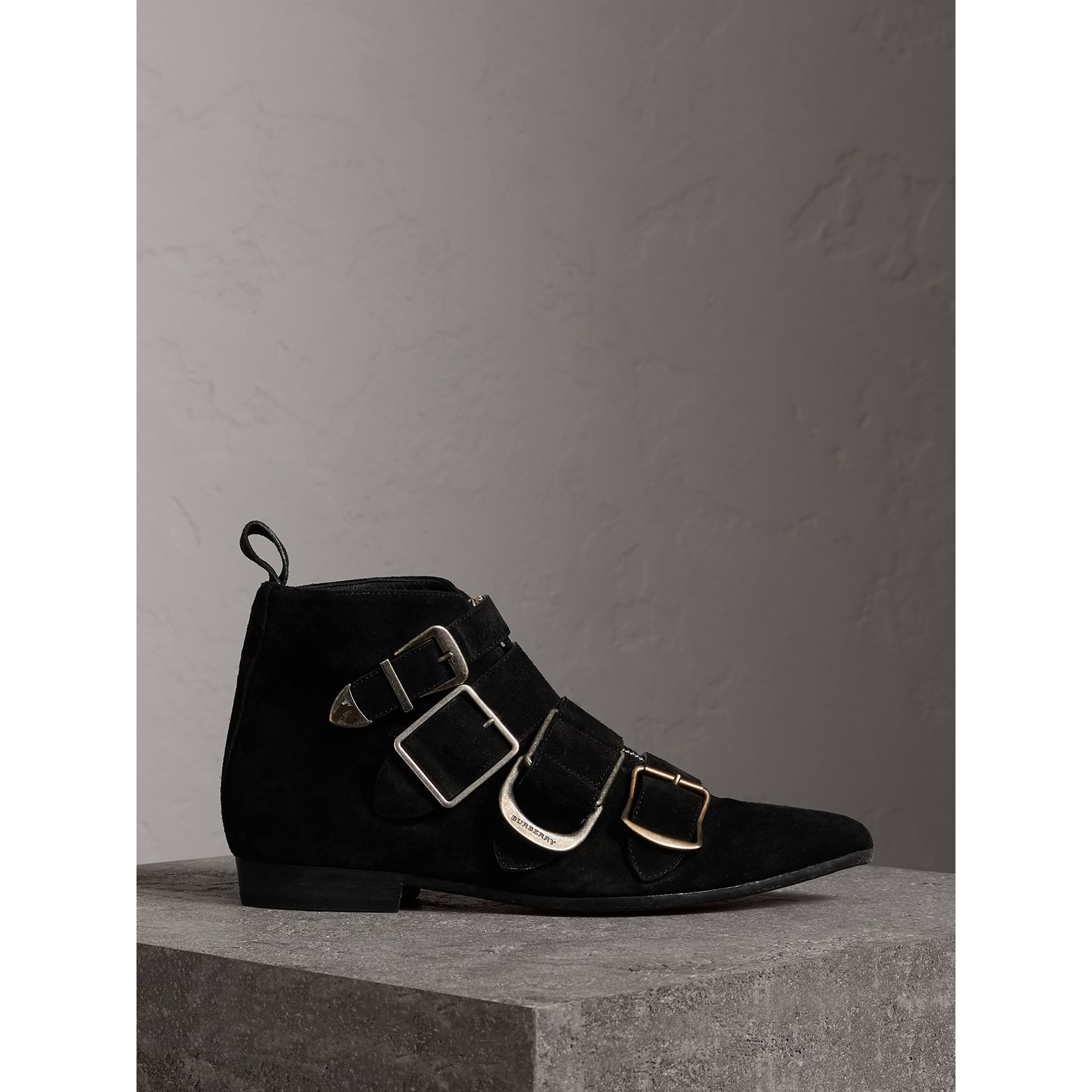 Bottines en cuir velours avec boucles (Noir) - Femme | Burberry Canada - photo de la galerie 0