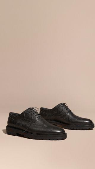 Grainy Leather Wingtip Brogue with Rubber Sole