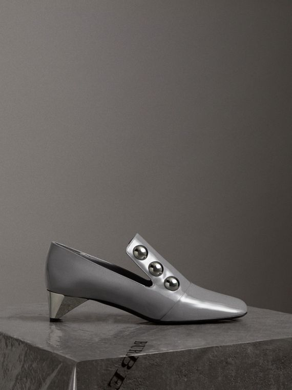 Stud Detail Patent Leather Pumps in Mid Grey