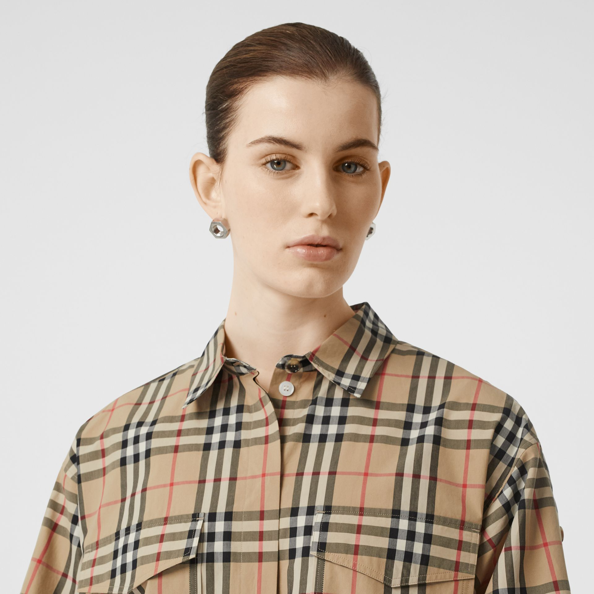 Short-sleeve Vintage Check Cotton Oversized Shirt in Archive Beige - Women | Burberry United Kingdom - gallery image 1