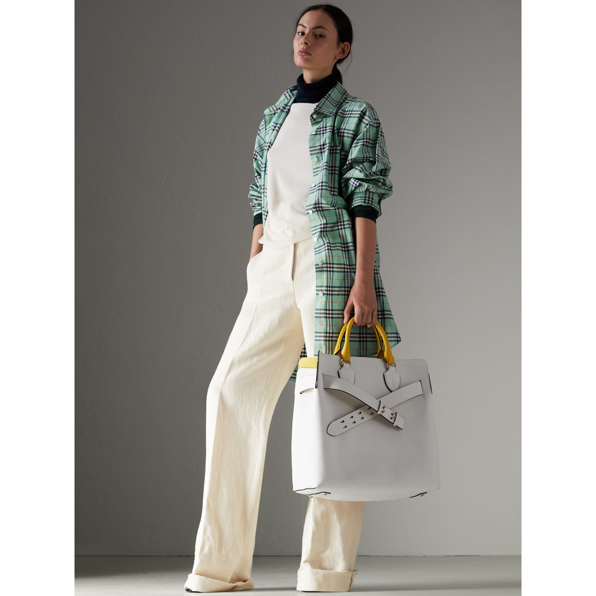 Grand sac The Belt en cuir (Blanc Craie) | Burberry Canada - photo de la galerie 2