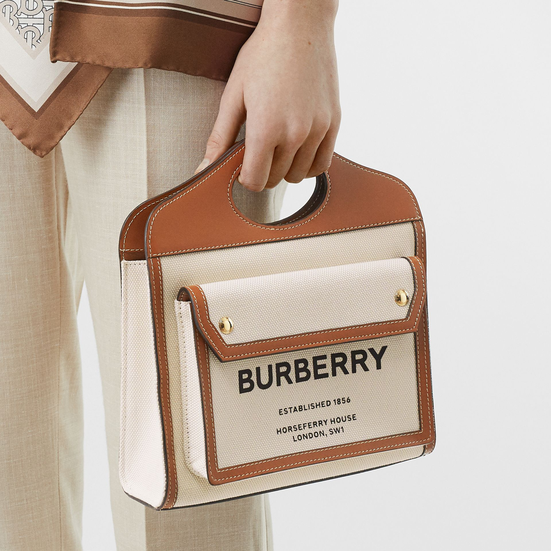 Borsa Pocket mini bicolore in tela e pelle (Naturale/marrone Malto) - Donna | Burberry - immagine della galleria 2