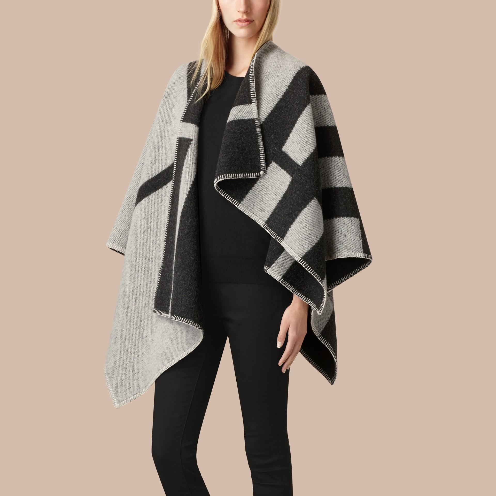 Bianco naturale Poncho coperta in lana e cashmere con motivo check Bianco Naturale - immagine della galleria 1