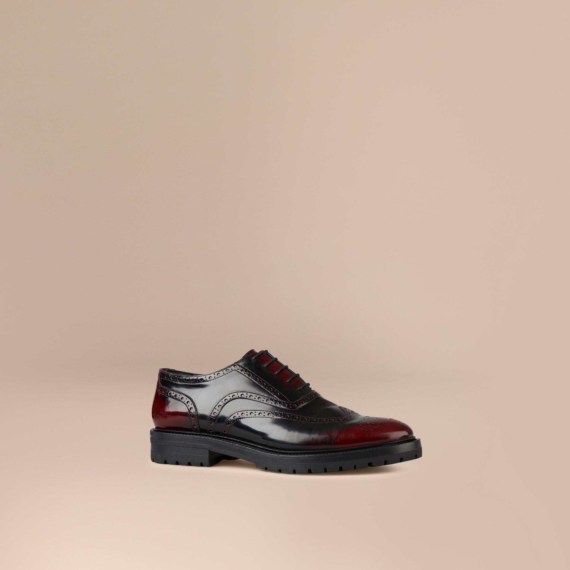 Bordô Sapato em estilo brogue e bico fino com sola de borracha - galeria de imagens 1