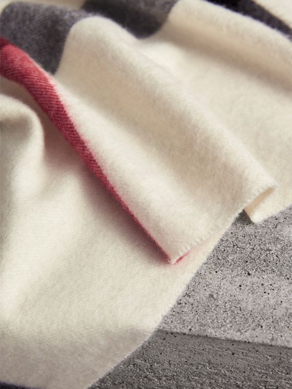 The Burberry Bandana in Check Cashmere in Natural White | Burberry - cell image 3